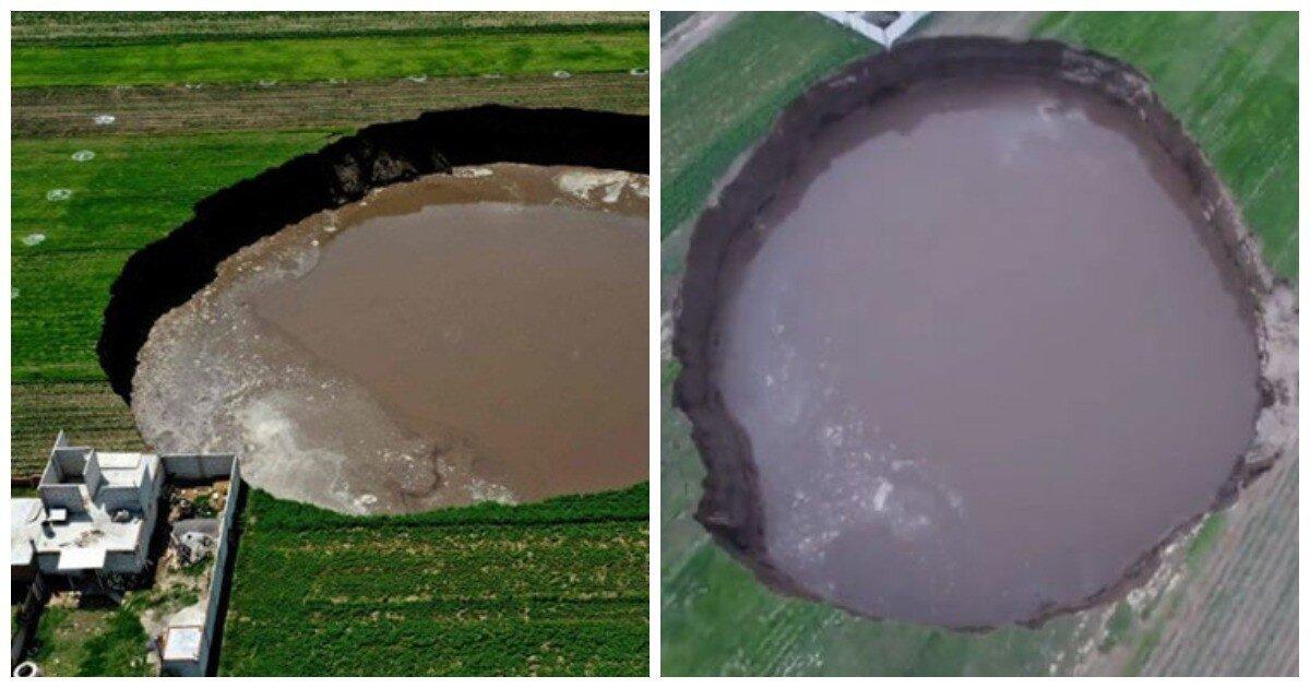 В Мексике на глазах у фермеров посевное поле провалилось под землю