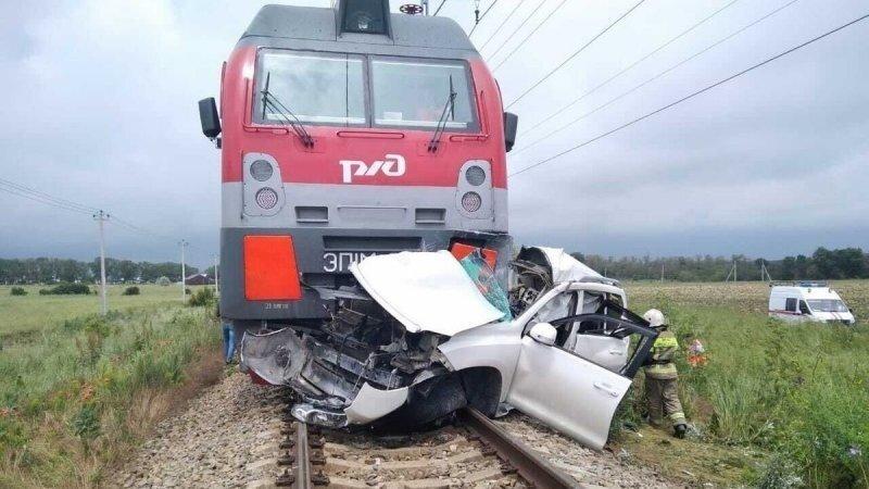 Авария дня. На Кубани внедорожник столкнулся с пассажирским поездом