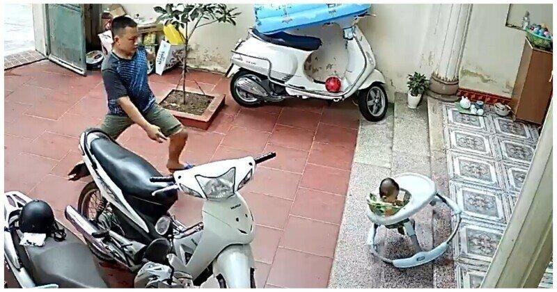 Мужчина в последний момент спас малыша