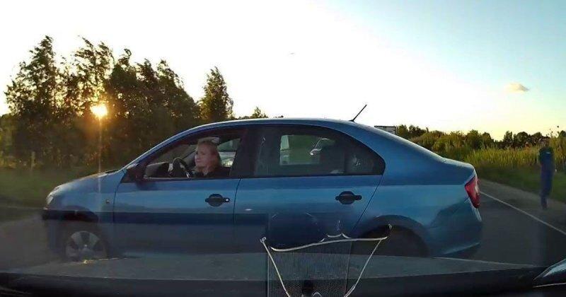 Срочно развернуться любой ценой! Автомобилистка устроила ДТП в Московской области