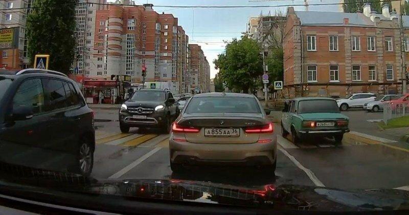 Удивительный перекресток из Воронежа