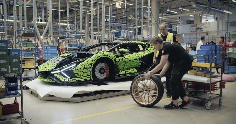 Lamborghini Sian в натуральную величину, полностью сделанный из кубиков Lego