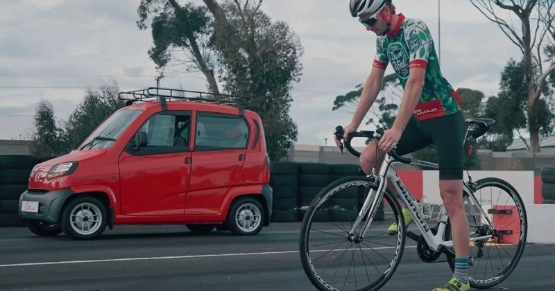 Драг-рейсинг: самый дешевый автомобиль в мире против велосипеда