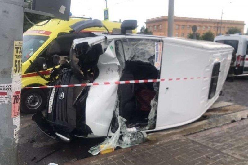 Авария дня. Пять человек пострадали в ДТП с маршруткой и грузовиком