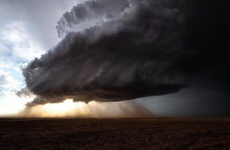 Невероятные фото охотника за бурями