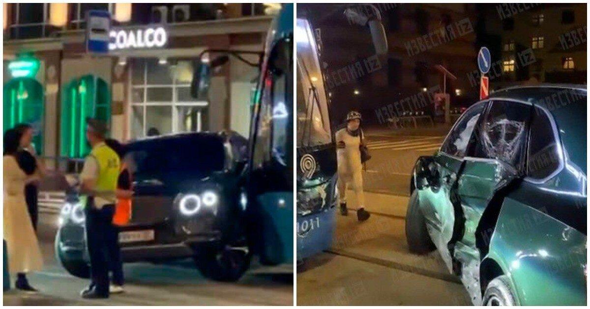 В Москве Bentley столкнулся с трамваем