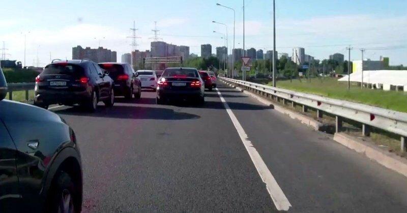 «Я беременная! Тебя петухом сделают!», — небольшое ДТП с участием автомобилистки из Петербурга