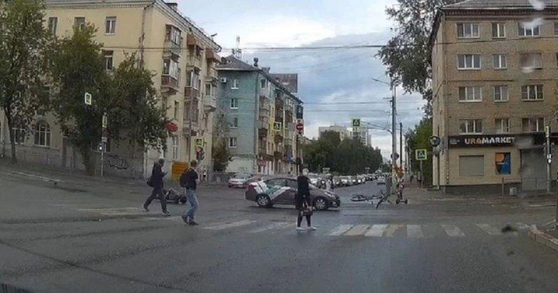 В Екатеринбурге мужчина на каршеринговом авто сбил велосипедиста