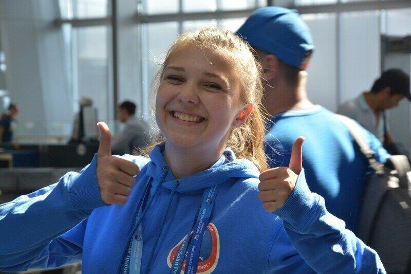 «Большой респект им»: болельщики оценили работу волонтеров на Евро-2020 в Петербурге