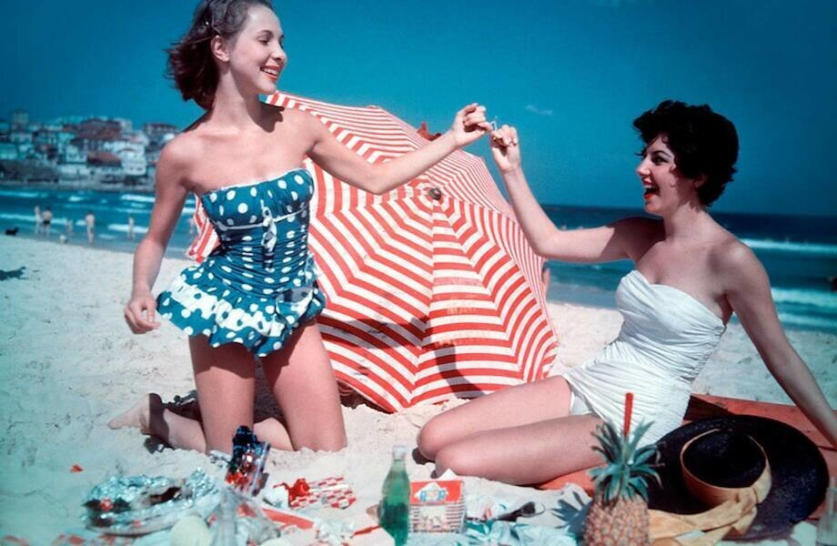 Ретрофотографии: от панталон до бикини — как менялись купальники за последние 120 лет