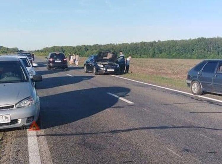 Авария дня. В Татарстане водитель сбил бабушку с внучкой