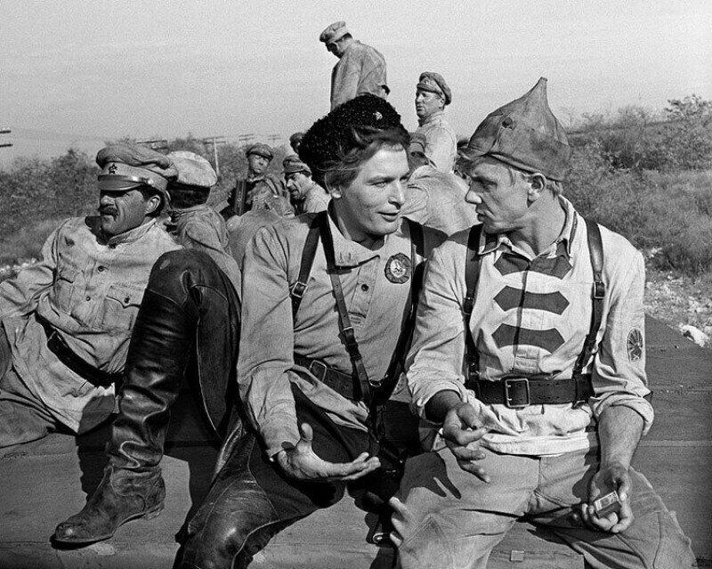 Знаменитый фильм «Офицеры» по сценарию был двухсерийным, но министр обороны выступили против этого