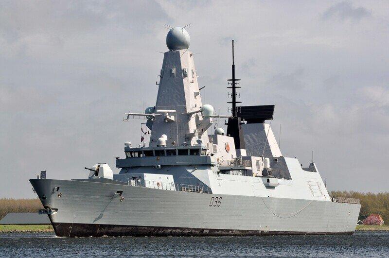 BBC опубликовал уникальные кадры с эсминца Defender, грубо нарушившего границы России