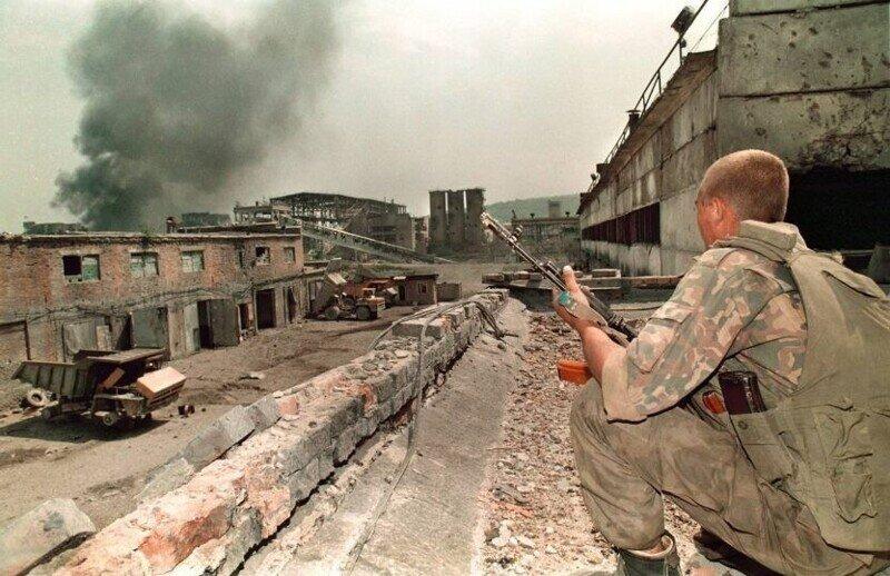 """Чеченские боевики кричали офицеру -""""Все, хватит, уходи, молодец, мы тебя не тронем"""""""