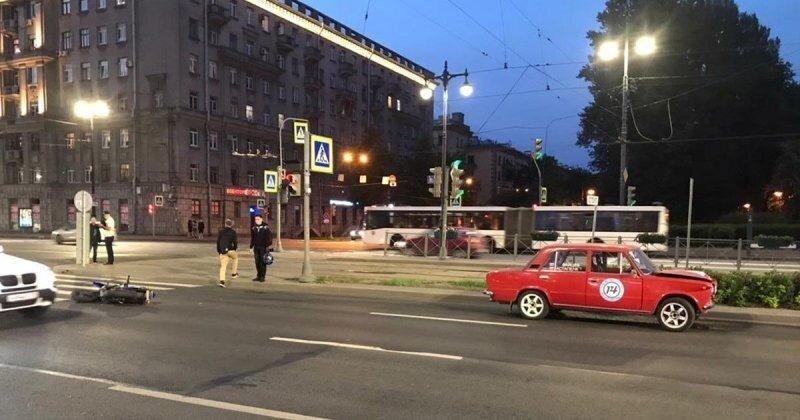 Мотоциклист серьезно пострадал в ДТП с «Жигулями» на юге Петербурга