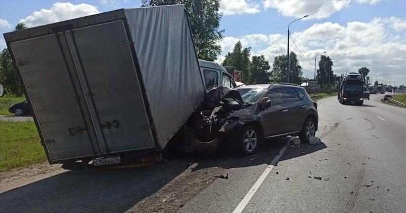 Авария дня. В Мордовии водитель «ГАЗели» повернул в машину с семьей