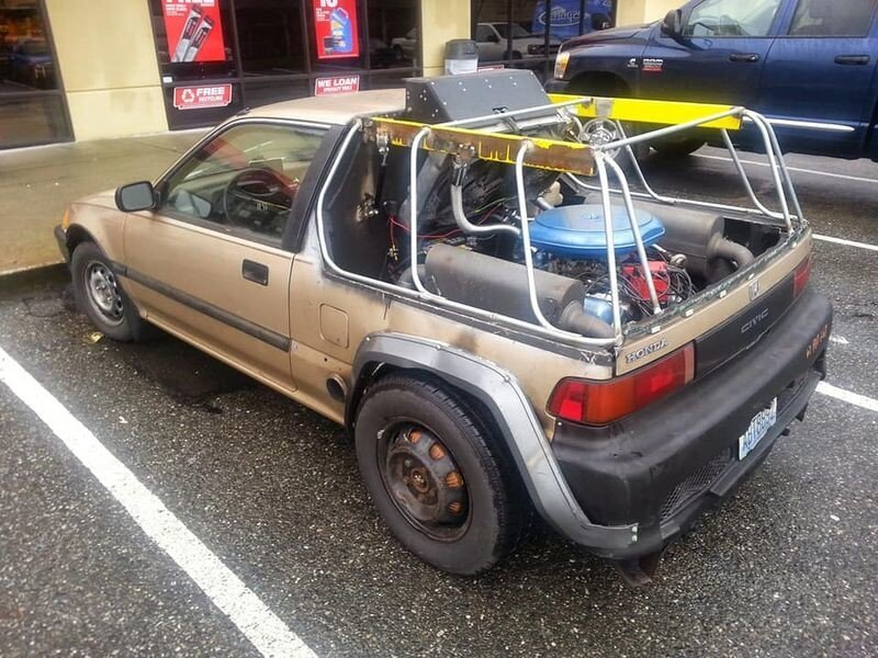 Странный Honda Civic с установленным сзади 7-литровым V8