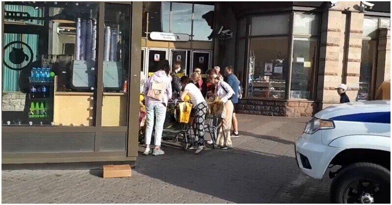 Петербуржцы растащили арбузы,  пока продавец общался с полицией