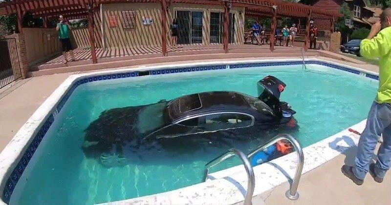 Подросток из Колорадо заехал на машине в бассейн