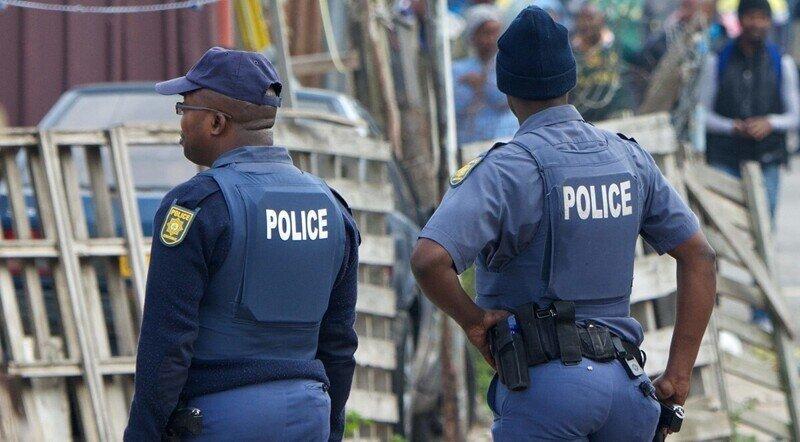 Полицейские упустили бандита, но не растерялись и схватили первого попавшегося прохожего