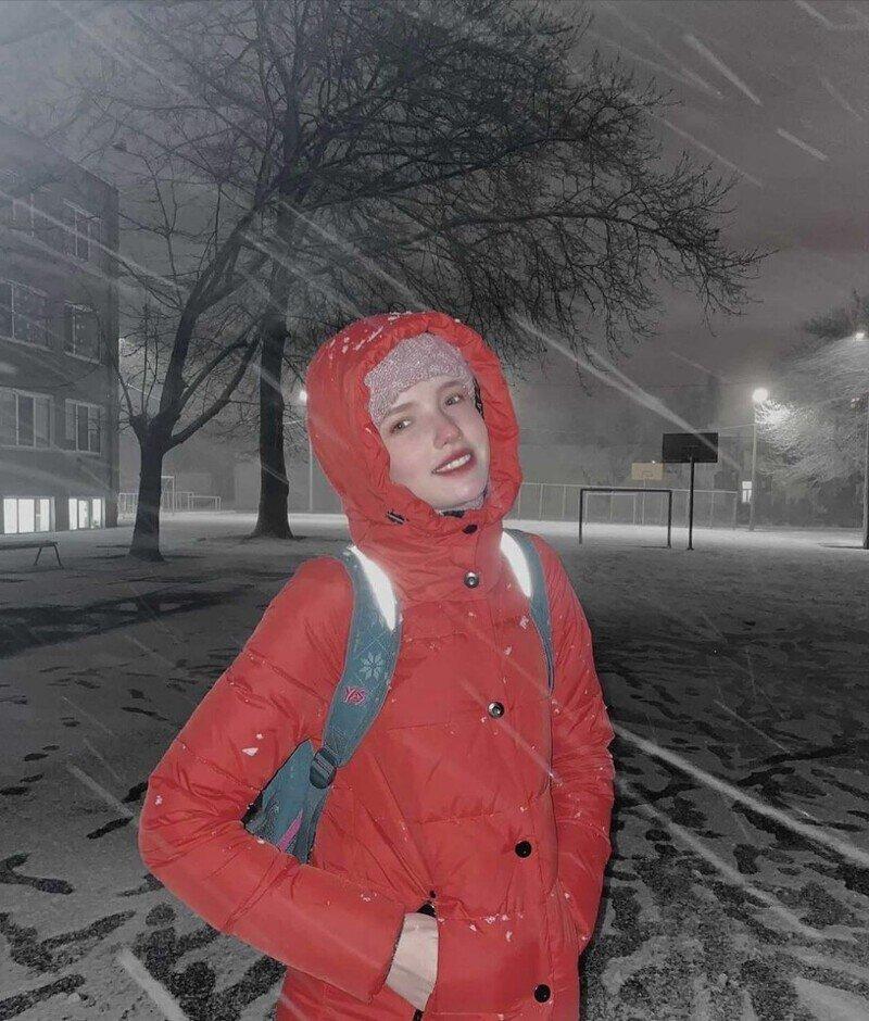 В Киеве школьница позвонила маме и выпрыгнула с 18 этажа