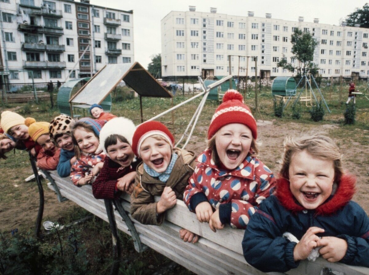 Вспомним советские дворы, из которых детвора не хотела уходить, сколько бы мамы не зазывали по домам