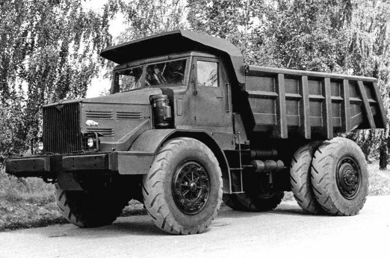 Первые сверхтяжелые самосвалы СССР на 25 и 40 тонн