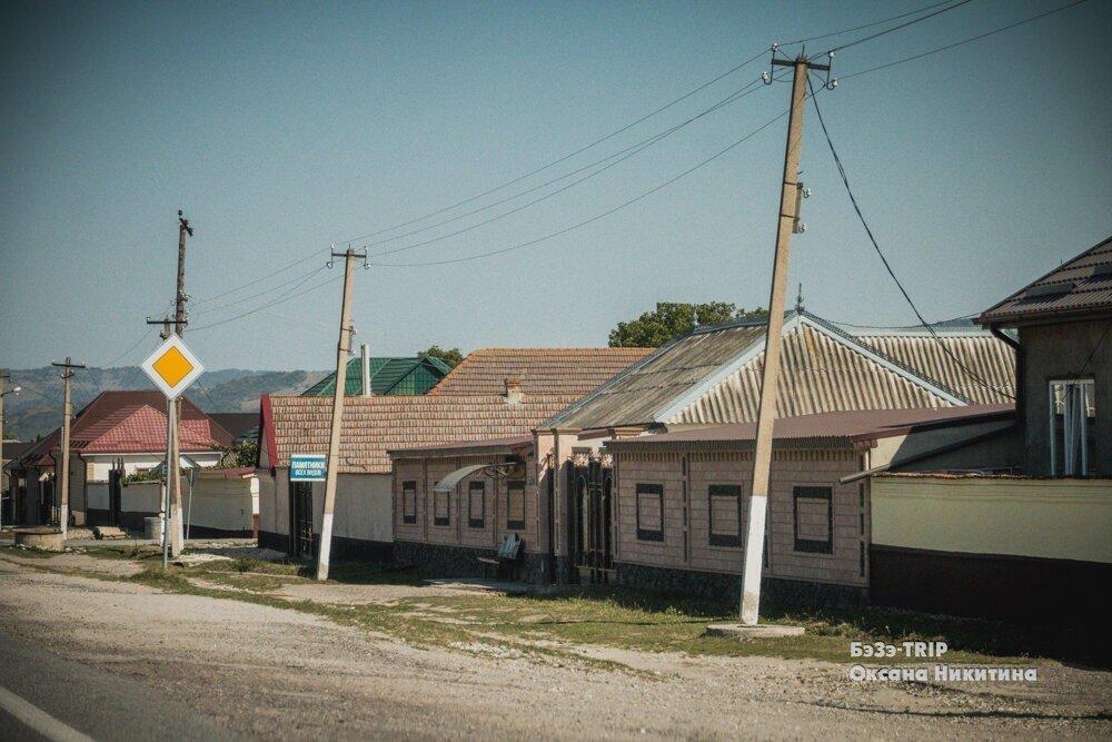 Почему на Кавказе нет окон, выходящих на улицу?
