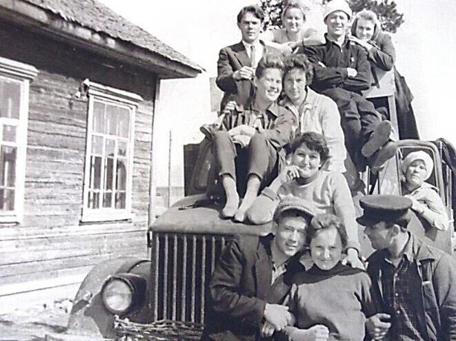 Городские и сельские: портреты советской молодежи 60-х годов