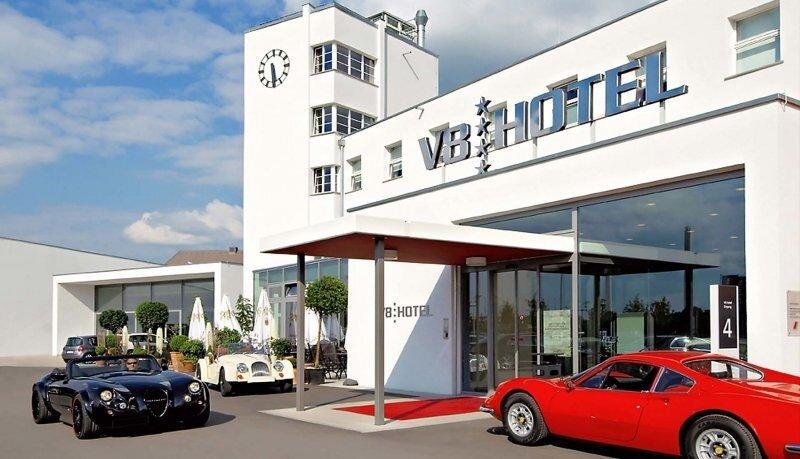Отель V8 в Штутгарте — мечта автолюбителя