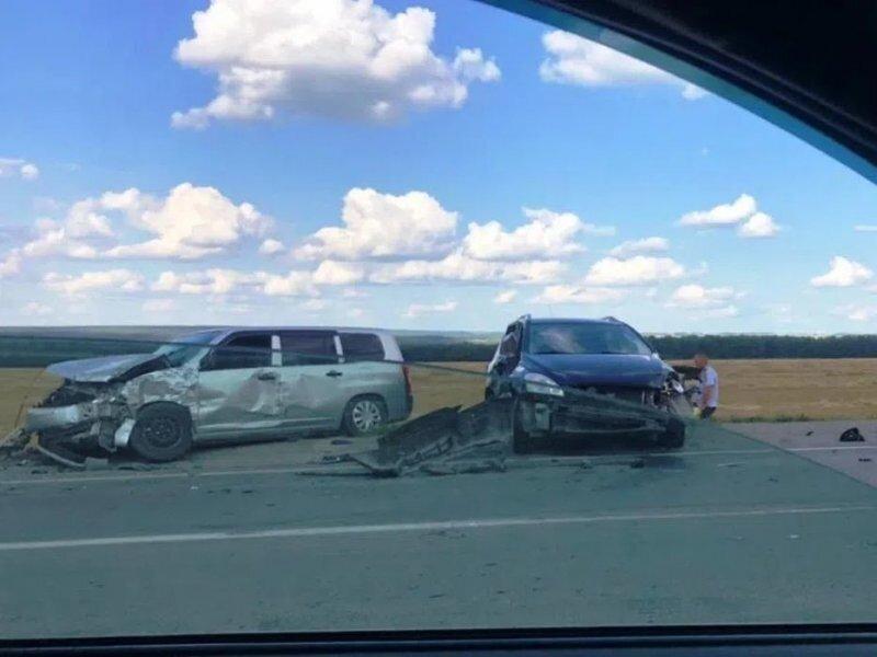 Авария дня. Автомобилистка перестроилась под фуру в Новосибирской области