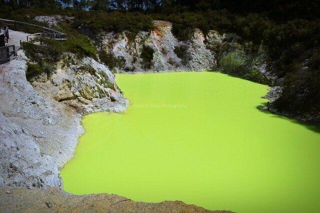 """""""Ванна дьявола"""": неоново-зелёный серный бассейн в Новой Зеландии"""