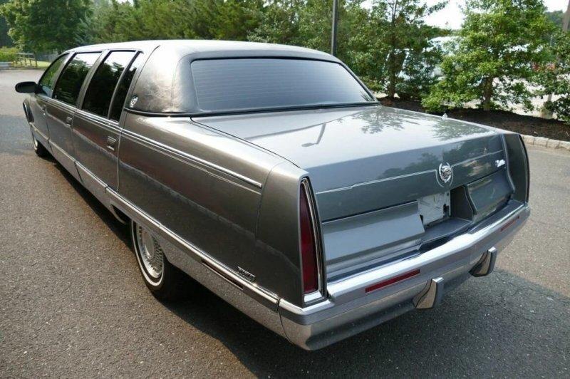 Шестидверный Cadillac Fleetwood: на продажу выставлен очень необычный лимузин