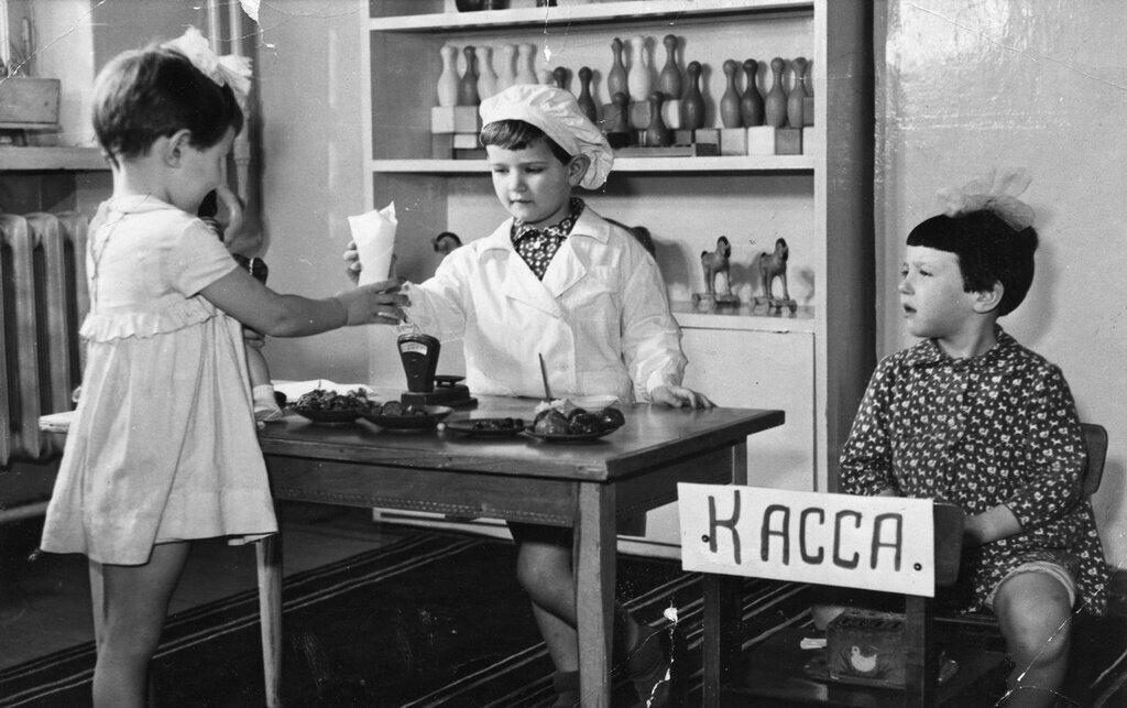 Как советские дети «примеряли» на себя взрослые профессии