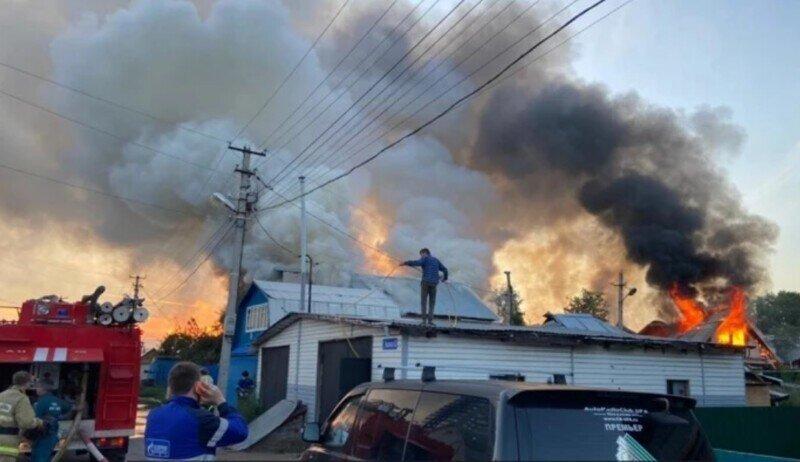 В Уфе. Ночной пожар в частном жилом секторе