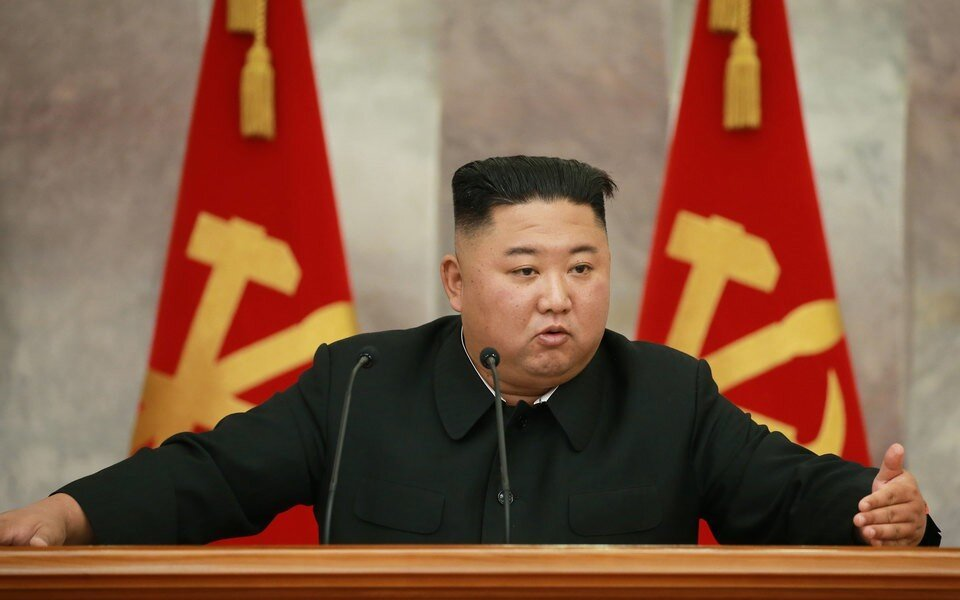 Журналисты заметили на голове Ким Чен Ына лейкопластырь и испугались за его здоровье