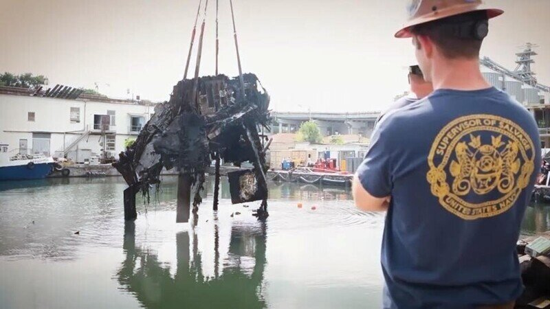 На Украине со дна Черного моря подняли затонувший катер Брежнева