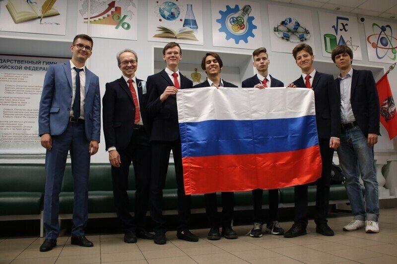 Российские школьники завоевали 4 золотых медали на Международной химической олимпиаде