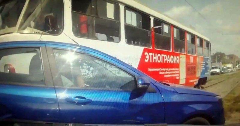 ДТП из Самары с участием трамвая и «Весты»