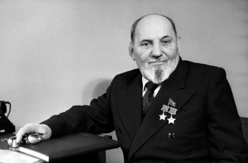 """Советский """"Дед"""", за которым охотились 60 тысяч немцев и дивизия СС, а Николай Второй награждал Георгиевским крестом. Кто он?"""