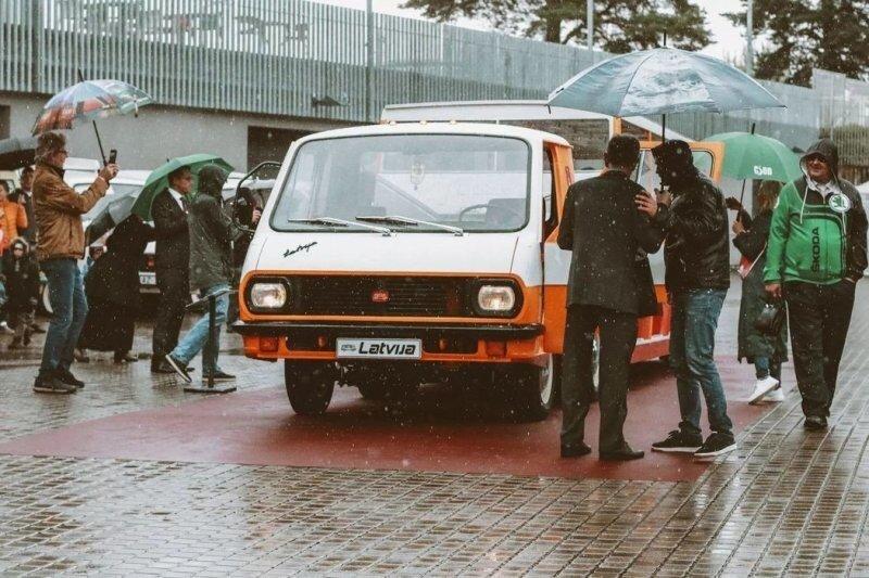 В Риге восстановили уникальный олимпийский автопоезд РАФ