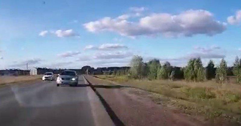 Водитель улетел в кювет и перевернулся, уходя от столкновения со встречкой