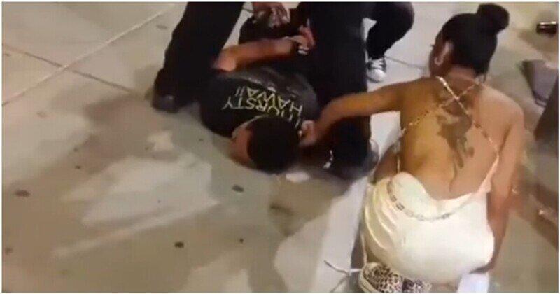 Задержанного парня чуть не обокрали прохожие