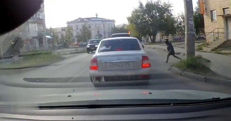Страшный сон любого водителя: ребенок выбежал под машину в Челябинской области