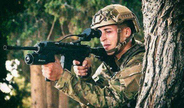 Оптический прицел на базе искусственного интеллекта превращает штурмовую винтовку в портативный боевой центр
