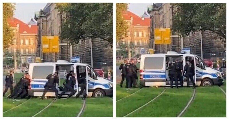 В Дрездене полицейский автомобиль не смог преодолеть трамвайные пути