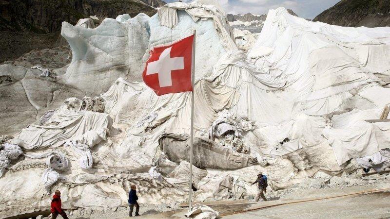 """Швейцарцы заворачивают ледники в """"одеяла"""", чтобы они не таяли"""
