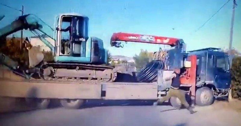 Почти догнал: в Бурятии грузовик укатился от водителя