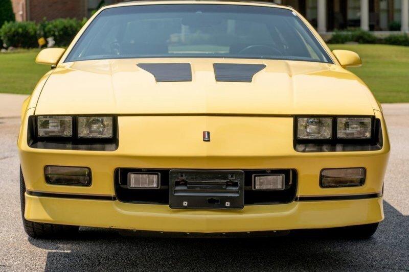 Удивительно, но кто-то только что заплатил 56000 долларов за Chevrolet Camaro 1987 года выпуска