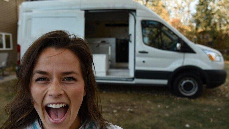 27-летняя женщина оборудовала дом на колесах, используя обучающие видео на YouTube
